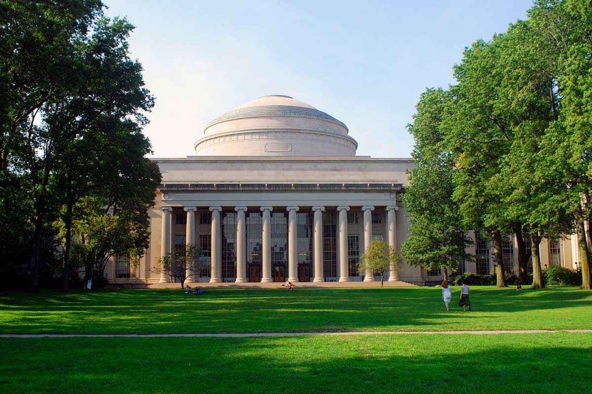 The main court of the Massachusetts Institute of Technology (MIT)